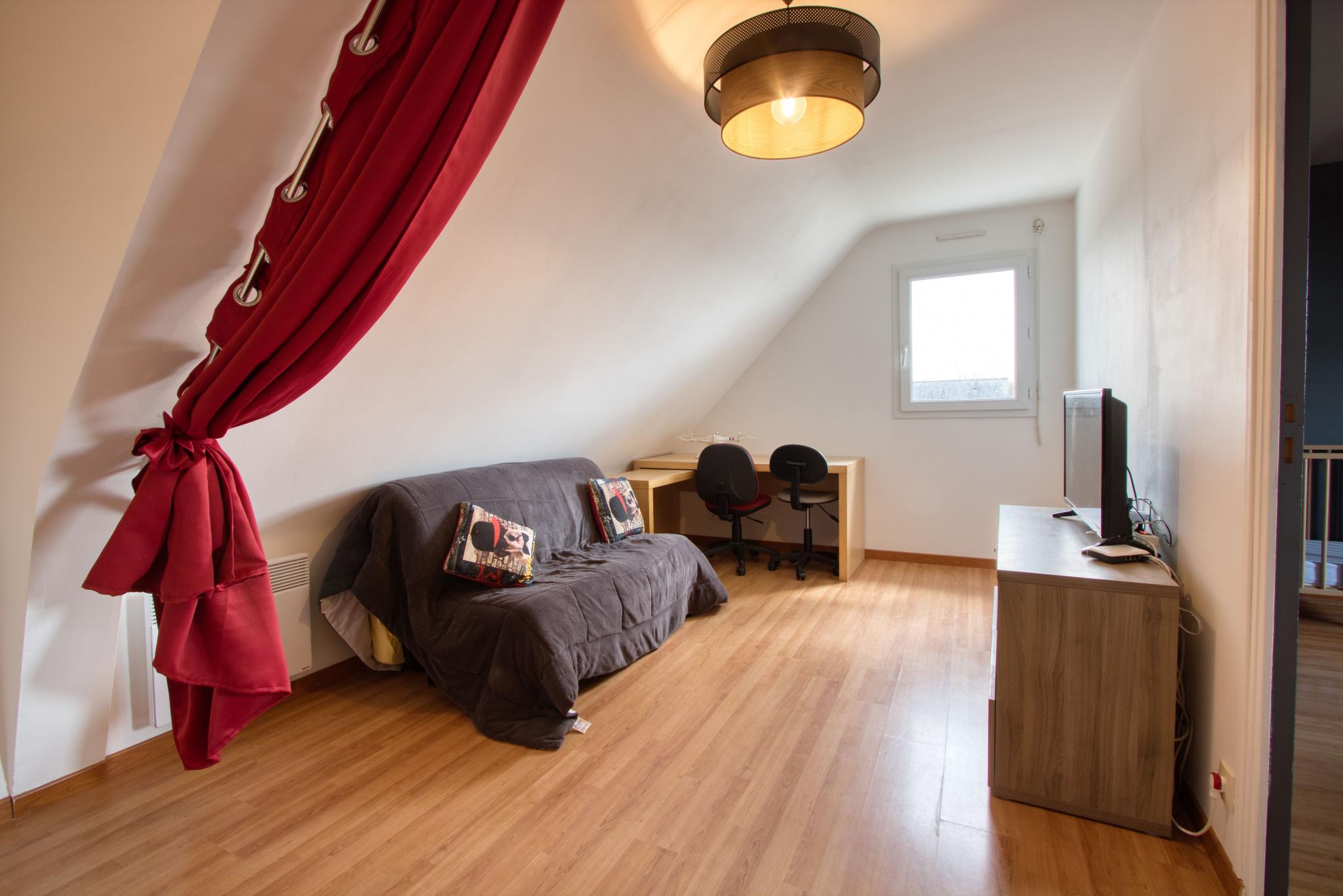 Bureau ou possibilité de chambre d'appoint pour cette mezzanine de 14,50 m2