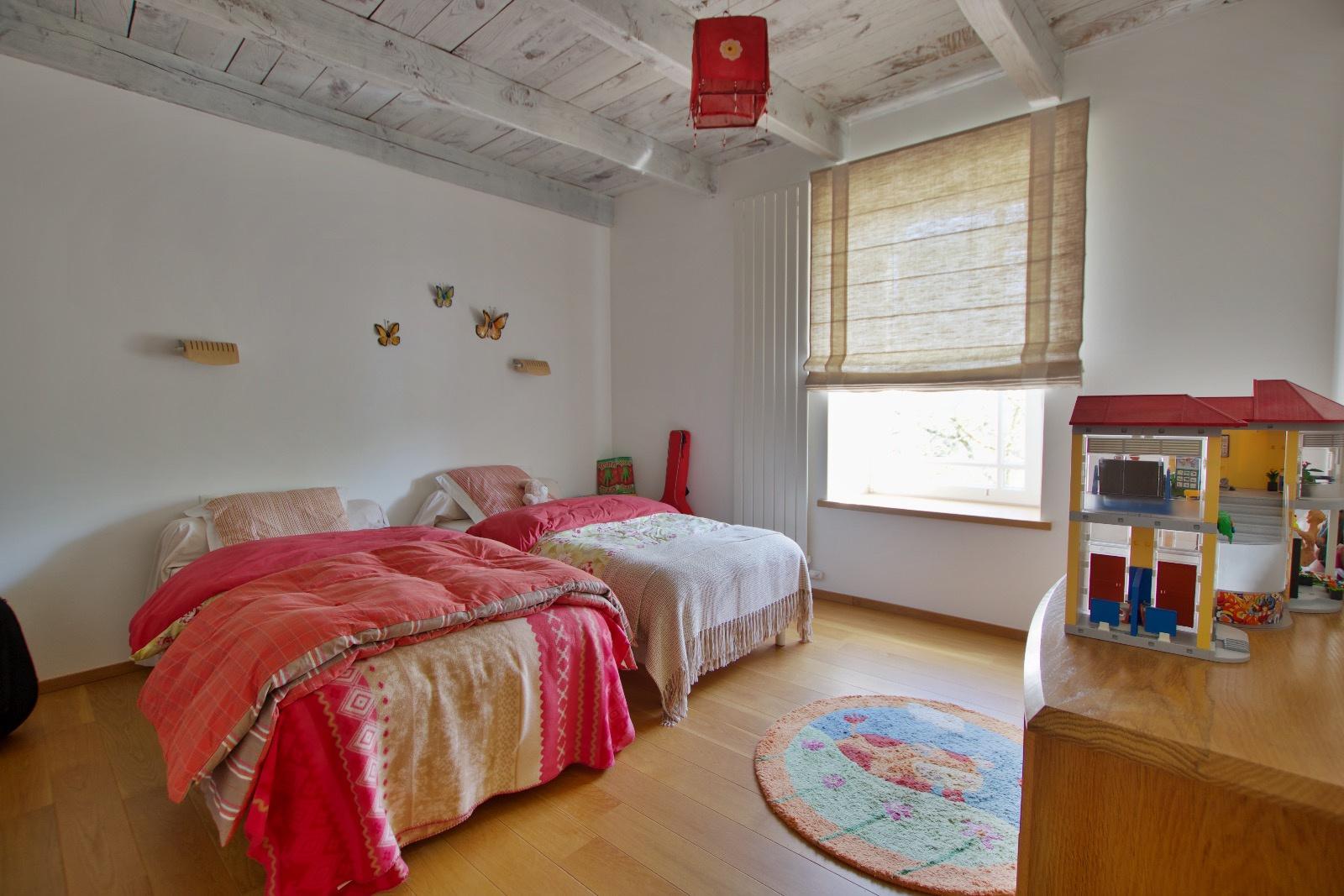 chambre 1er niveau avec point d'eau (maison de maitre)